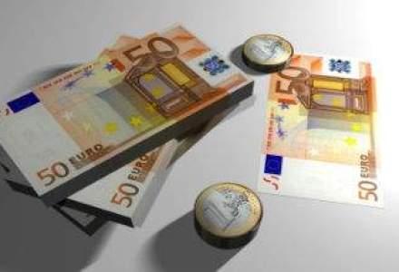 Cursul fluctua aproape de 4,47 lei/euro la finalul sesiunii