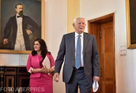 Peste 100.000 de semnaturi stranse pentru demisia lui Melescanu vor fi depuse la Senat