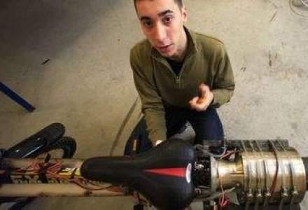 Un tanar de 19 ani din Deva a construit un motor cu reactie pe care l-a montat pe o bicicleta