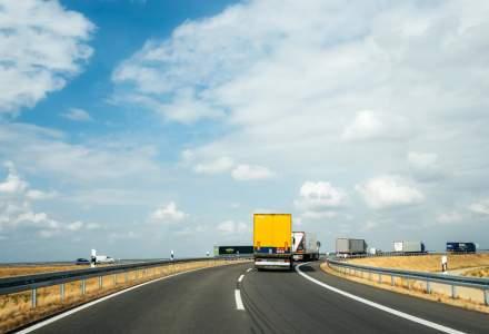 Amenzi rutiere de 700 lei pentru soferii care circula pe banda de urgenta a autostrazilor