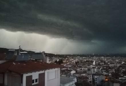 IMAGINI cu furtuna violenta din Grecia. Autoritatile au declarat stare de urgenta