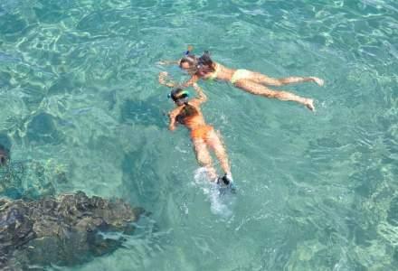 INEDIT: Snorkeling si scuba diving contra...unui sac de deseuri