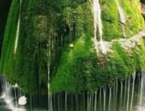 8 cascade unice in lume....