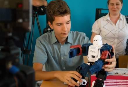 Un liceu din Capitala a fost dotat cu roboti si imprimante 3D. Investitia a depasit 200.000 de lei