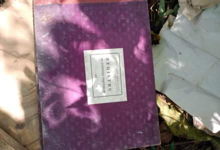 FOTO Documente oficiale dintr-un cabinet medical, aruncate langa un parau din satul Cristolt. Ce spune primarul