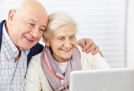 Peste 150 de pensionari din Cluj vor invata, cu bani de la primarie, sa intre pe Facebook si sa plateasca facturile online