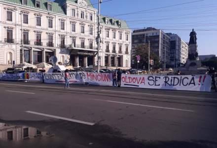 Iasi: Manifestantii au plecat cu masinile spre mitingul de la Bucuresti