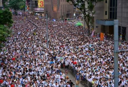 Hong Kong: Sute de manifestanti prodemocratie incearca sa blocheze accesul spre aeroport
