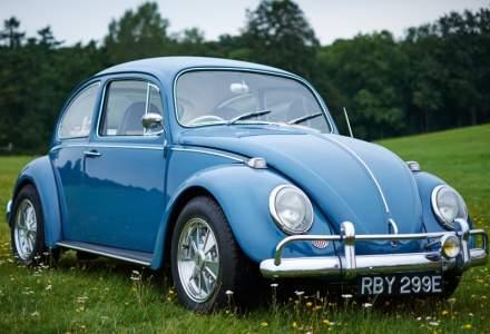 Proprietarii clasicului Volkswagen Beetle vor putea sa isi inlocuiasca motorul cu unul electric
