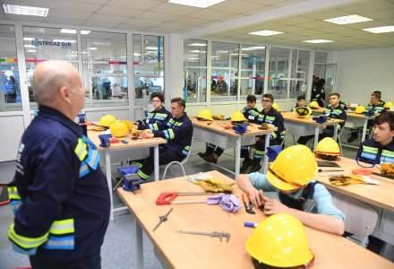 Educatie pe banii companiilor: cum devin cateva sute de tineri electrieni si instalatori, cu sprijin financiar de la Enel si Engie