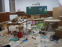 VIDEO Trei elevi din clasele...
