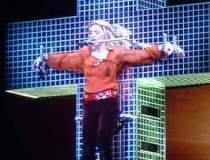 Madonna, cantareata cu cele...