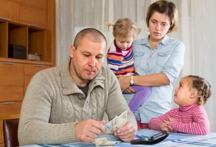Temeri cand vine vorba despre banii in familie sunt: teama de a nu avea un venit sigur si frica de a nu isi putea intretine copiii