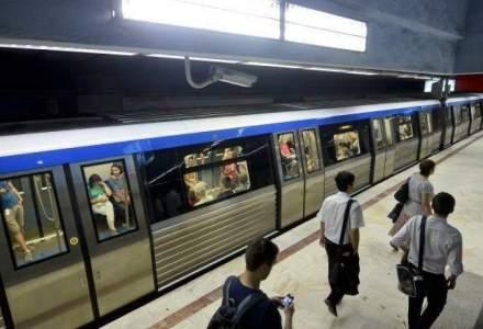 Trenurile de metrou circula cu intarziere dupa ce o persoana a cazut in calea de rulare