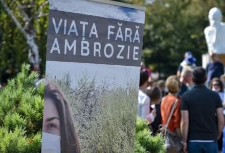 Miting pentru aplicarea Legii de combatere a ambroziei, in Parcul Kiseleff. Organizator: Alergia la ambriozie nu e un moft, e un chin