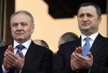 Guvernul moldovean a cazut. Comunistii au trecut motiunea