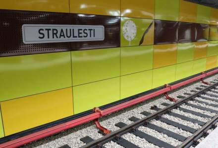 Incident la metrou: Un calator si-a prins piciorul intre usile trenului si a fost lovit de oglinda