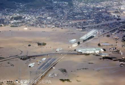 FOTOGALERIE Taifunul Hagibis a facut prapad in Japonia. Au cazut 940 de litri de ploaie pe metru patrat in 24 de ore