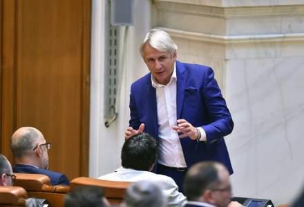 Impozitarea bacsisului, initiata de ministrul demis al Finantelor, Eugen Teodorovici, a fost adoptata de Senat