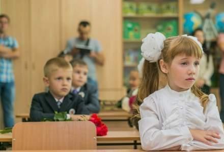Teach for Romania: Profesorii nostri se tem ca a doua zi copiii nu vor veni la scoala pentru ca nu au ghete