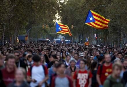 A patra noapte de proteste pe strazile Barcelonei: incendii, baricade si violente
