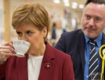 Sturgeon va cere un nou...