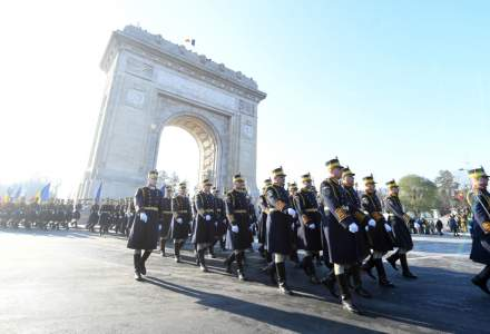 Aproximativ 4.000 de militari, 200 de mijloace tehnice si peste 50 de avioane - la parada militara de Ziua Nationala