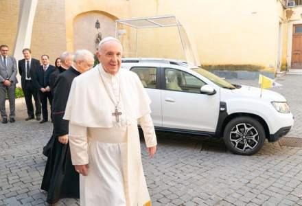 Papa Francis a primit cadou un Dacia Duster, adaptat la nevoile de mobilitate ale Suveranului Pontif