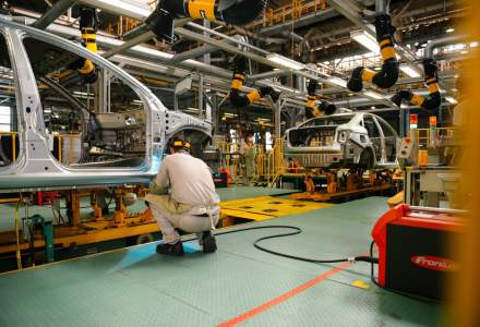 Poate cea mai cautata meserie din Romania: operator productie. Salariile incep de jos, dar angajatii muncitori pot castiga 1.500 de euro