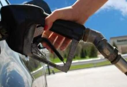 Scaderea pretului petrolului si aprecierea leului lasa loc ieftinirii carburantilor
