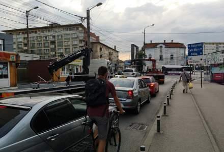 Cluj: o femeie a vandalizat 9 masini pentru ca ar fi fost parcate pe trotuar