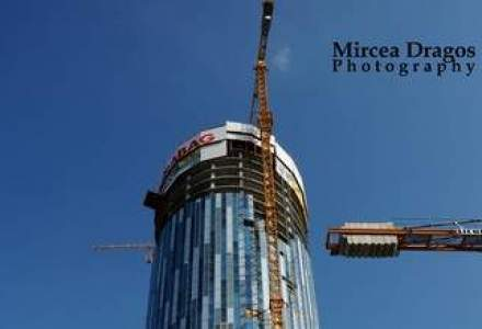 Raiffeisen Bank s-a mutat in Sky Tower, cea mai inalta cladire din Romania