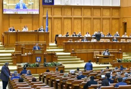 Legea pensiilor ocupationale a fost adoptata. Deputati: Proiectul va conduce la eliminarea pensiilor speciale