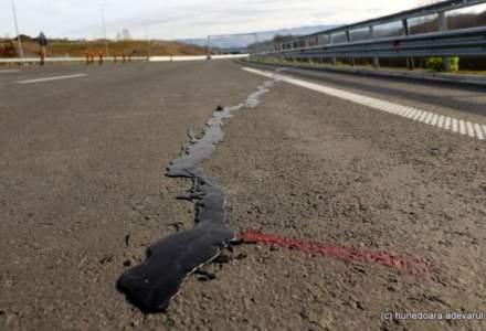 Autostrada Lugoj-Deva: Fisurile de pe lotul 3 au fost acoperite cu smoala