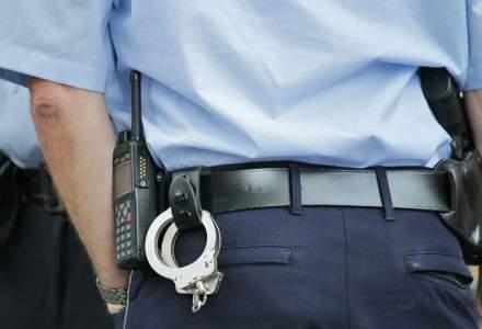 Un barbat a fost impuscat de politisti in zona capului, dupa o urmarire in trafic