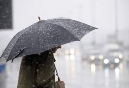 ANM: Informare de ploi si intensificari ale vantului, de duminica pana marti. La munte va ninge