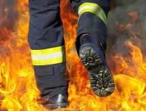 Incendiu violent intr-un bloc...