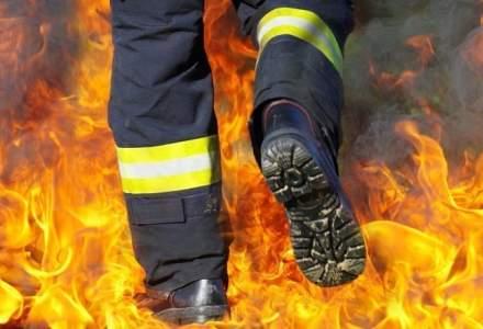 Incendiu violent intr-un bloc din Targu-Mures. Zeci de locatari au fost evacuati