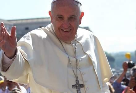 Papa Francisc a indemnat familiile sa renunte la utilizarea telefoanelor in timpul mesei: E liniste ca in timpul slujbei, dar nimeni nu comunica