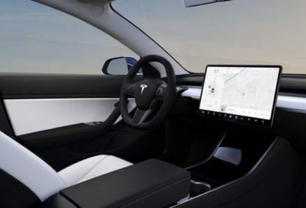 Inca un accident cu Tesla Model S pe autopilot. A trecut pe rosu