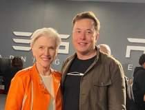 Elon Musk si mama sa au...