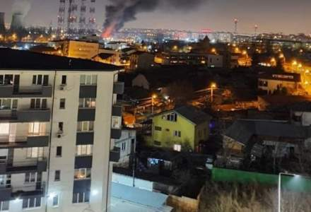Incendiu puternic in Bucuresti. Pericol de explozie