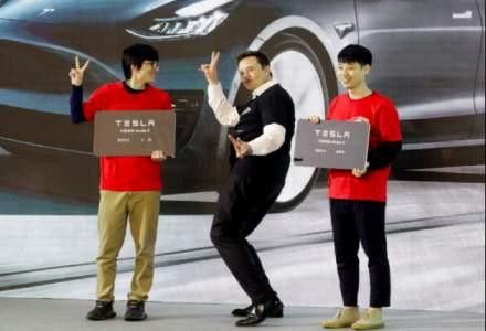 Elon Musk a dansat pe scena in noua fabrica Tesla din China