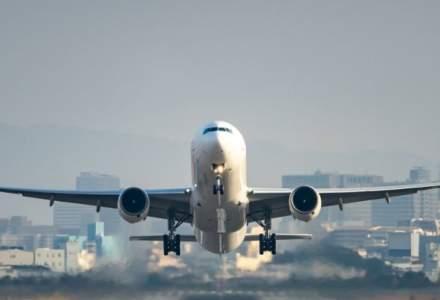 Avion revenit la aeroport din cauza unei probleme cu motorul