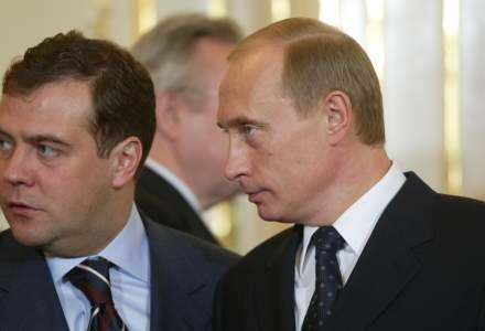 Guvernul rus a demisionat. Tensiuni intre Vladimir Putin si Dmitri Medvedev