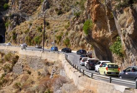 """Romanii """"ataca"""" din nou muntele. Traficul se aglomereza pe DN1"""