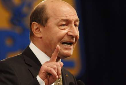 Basescu propune mai multe masuri de redresare: reducerile consistente de personal bugetar, printre acestea