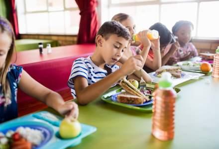 """Guvernul a aprobat extinderea programului """"Masa calda"""": peste 65.000 de elevi vor beneficia de acest program"""