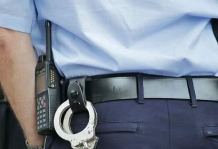 Fost politist local, cercetat pentru furtul unui pachet de tigari dintr-o masina