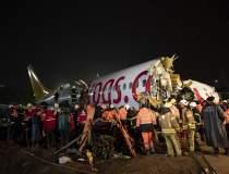 Un avion s-a rupt in trei la...